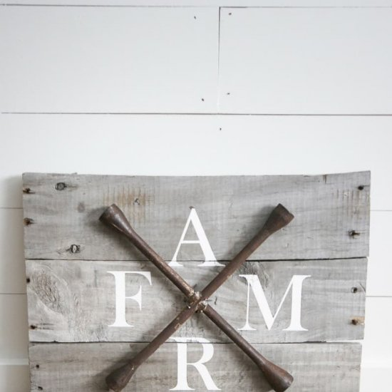 DIY Farmhouse Sign with Pallets