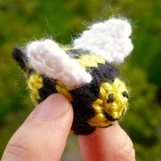 Knit A Tiny Bee Free Pattern Craftgawker