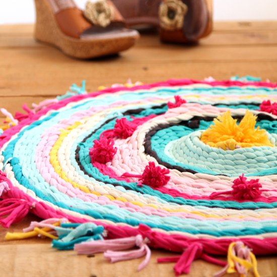 Rag Rug {& DIY T-shirt Yarns