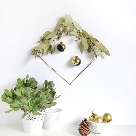 Minimal Holiday Wreath