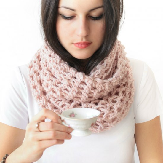 Create scarf with finger crochet.