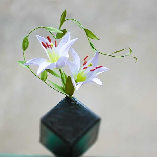 Paper lily flower