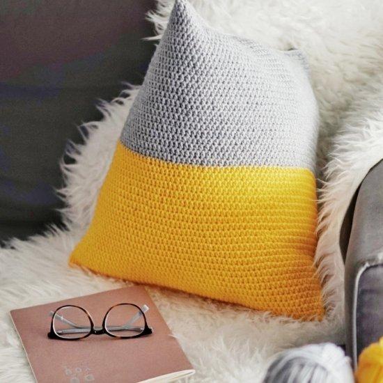 Crochet geometric pillow