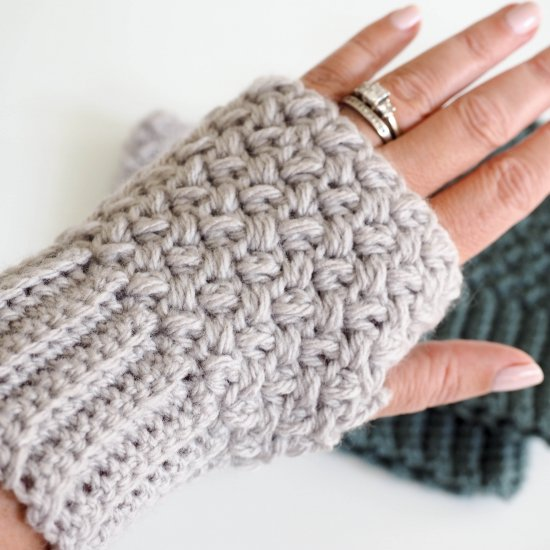Elizabeth Stitch Fingerless Gloves
